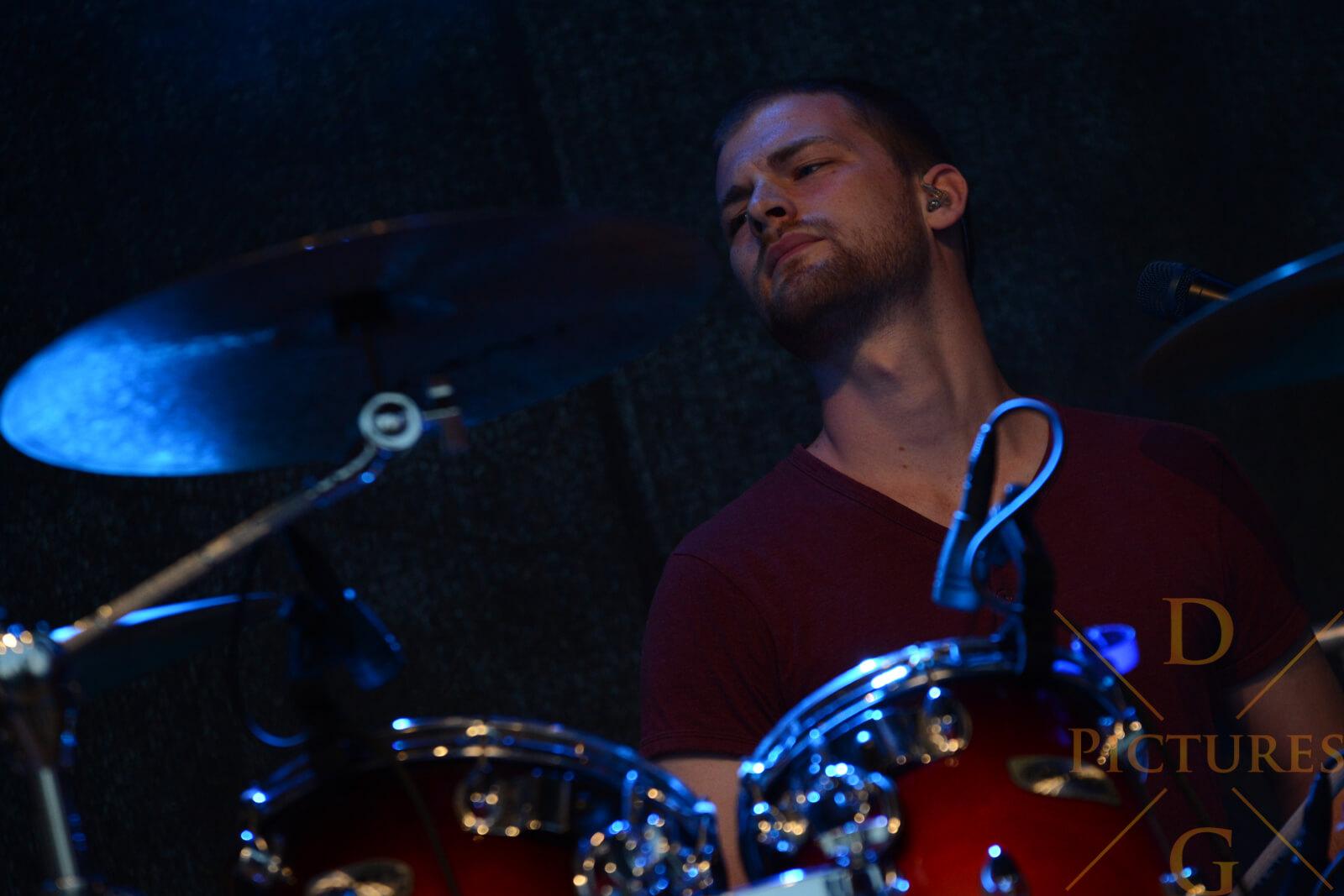 Jonathan Eisend Schlagzeug Cracked Fire Band